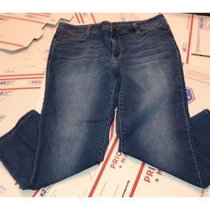 •Bandolino Jeans•